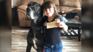 Jaycee Berezowski holds a bear and message given to her by paramedics who helped her mother (Source: Jenine Berezowski)