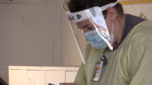 A health care worker at a COVID-19 testing clinic in Barrie, Ont. is pictured. (Mike Arsalides/CTV News)