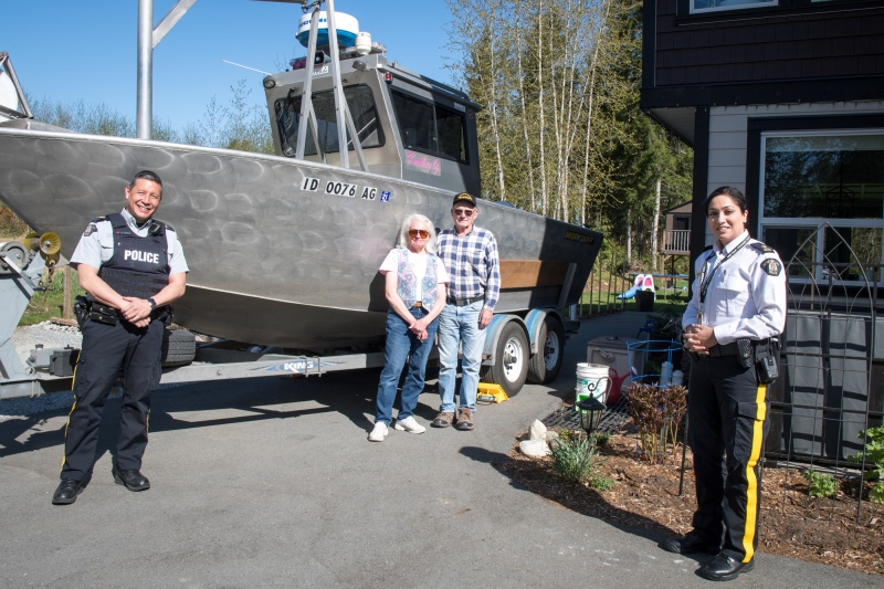 Mounties in Maple Ridge are honouring a retired U.S. couple who helped them uncover the body of a man who drowned in Alouette Lake last October.