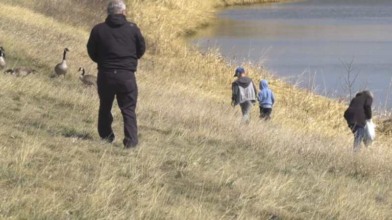 Regina residents clean up on Earth Day
