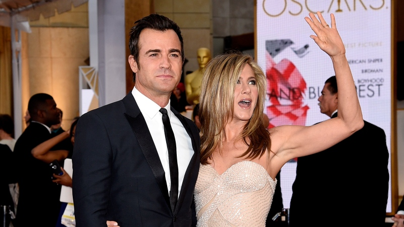 Justin Theroux got some useful advice when it came to being in the spotlight while he was married to Jennifer Aniston. The couple is seen here in 2015. (Kevork Djansezian/Getty Images)