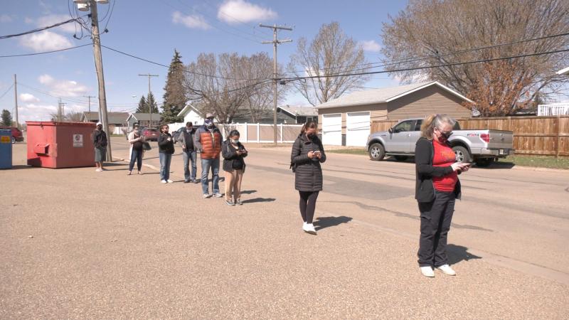 The line outside the COVID-19 vaccine clinic in Warman on April 24, 2021. (Miriam Valdes-Carletti)
