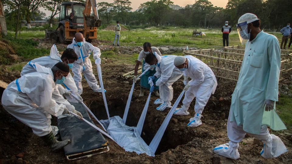 India COVID-19 burial