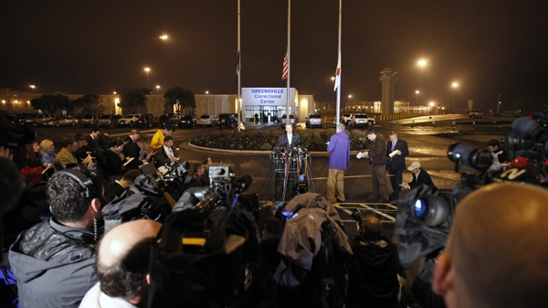Virginia Department of Corrections spokesman Larry Traylor, at podium, announces the execution of convicted sniper John Allen Muhammad outside the Greensville Correctional Center in Jarratt, Va., on Tuesday, Nov. 10, 2009. (AP / Steve Helber)