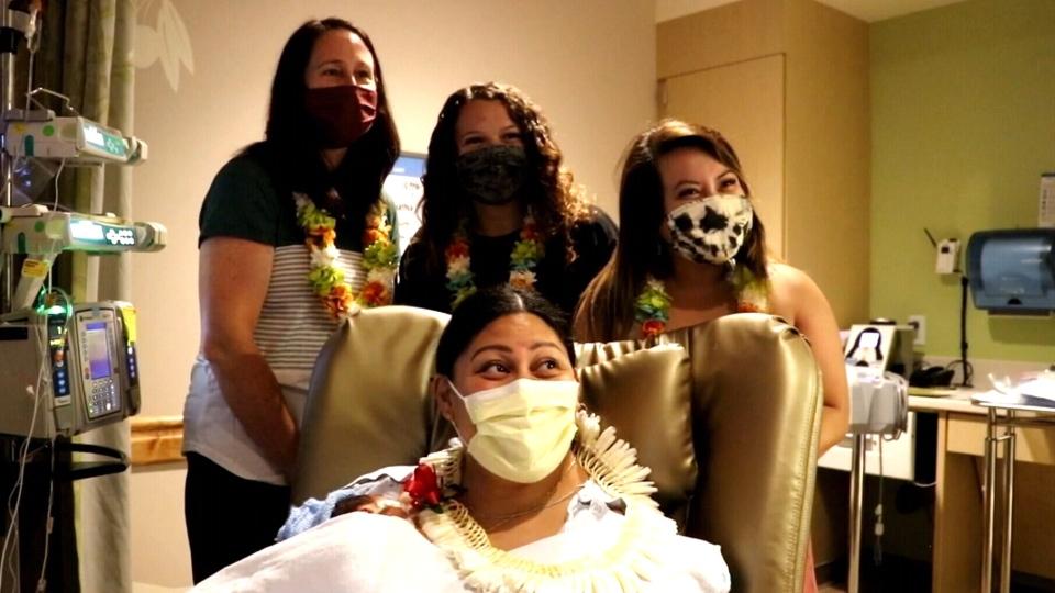 woman gives birth on flight to Hawaii