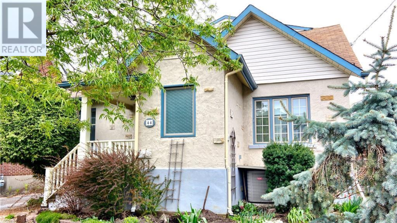 A house on Warren Avenue in Ottawa's Wellington Village is up for sale for $120,000. (Photo courtesy: Realtor.ca)