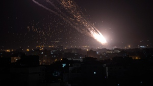 Rockets are launched from the Gaza Strip towards Israel, Monday, May. 10, 2021. (AP / Khalil Hamra)