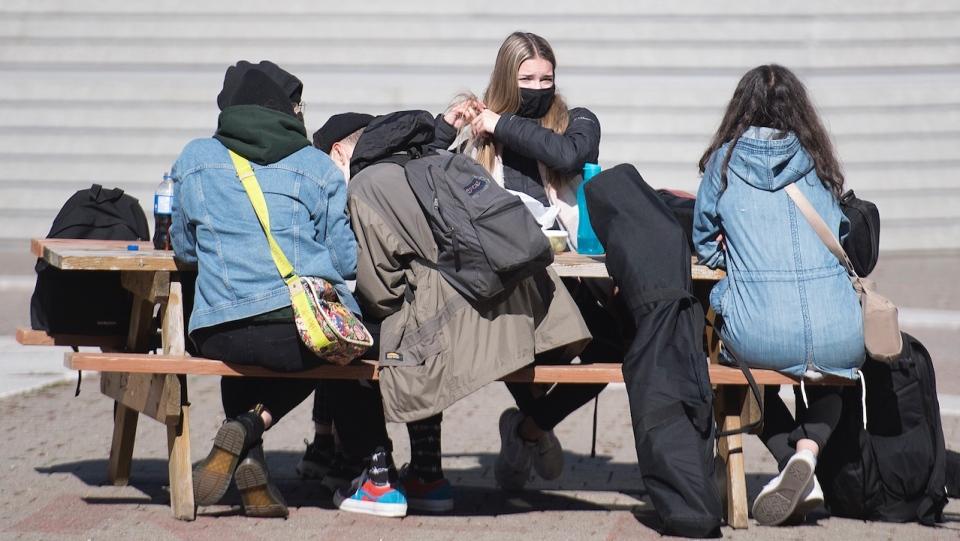 montreal picnic table