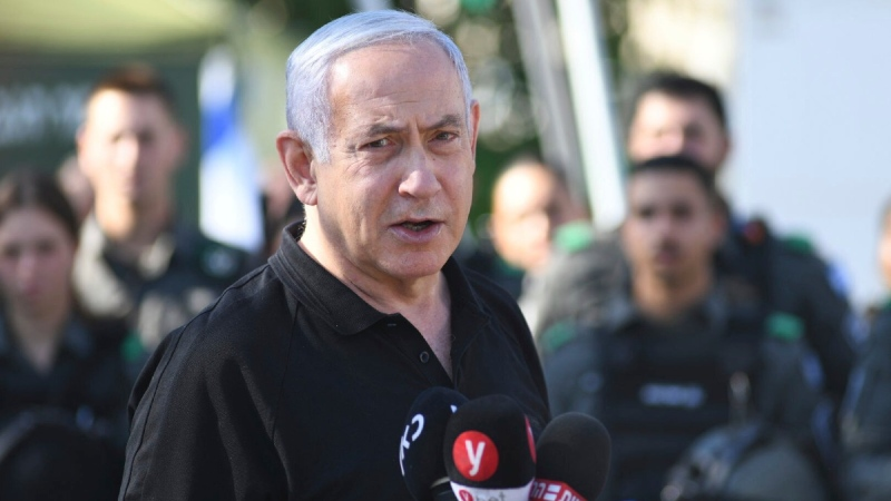 Israeli Prime Minister Benjamin Netanyahu meets with Israeli border police in Lod, near Tel Aviv, on May 13, 2021. (Yuval Chen, Yediot Ahronot / AP)