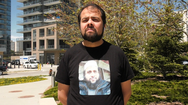 Yusuf Faqiri wearing a t-shift with his brother Soleiman's face on it.