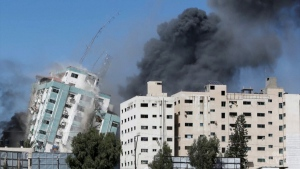 Airstrike destroys high-rise building in Gaza