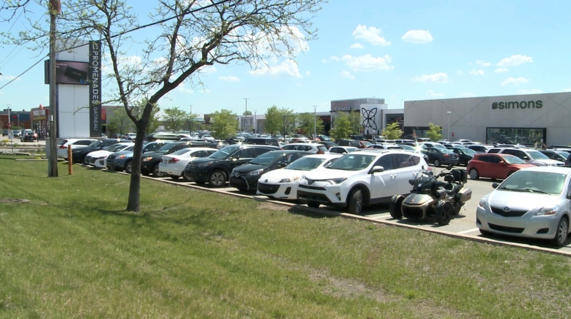Shoppers fill the parking lot at Les Promenades Gatineau shopping centre Monday, May 17, 2021, as Quebec eases some restrictions on non-essential businesses. (Chris Black / CTV News Ottawa)