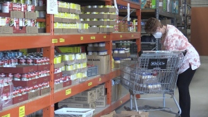 A volunteer unpacks food at the Barrie Food Bank in Barrie, Ont. on Mon. May 17, 2021 (Siobhan Morris/CTV News)