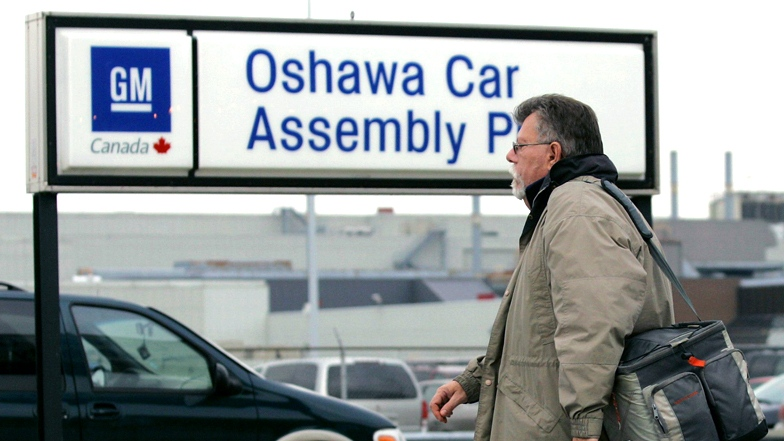 An Oshawa General Motors worker arrives for his shift in this file photo in Oshawa, Ont. (Nathan Denette/THE CANADIAN PRESS)