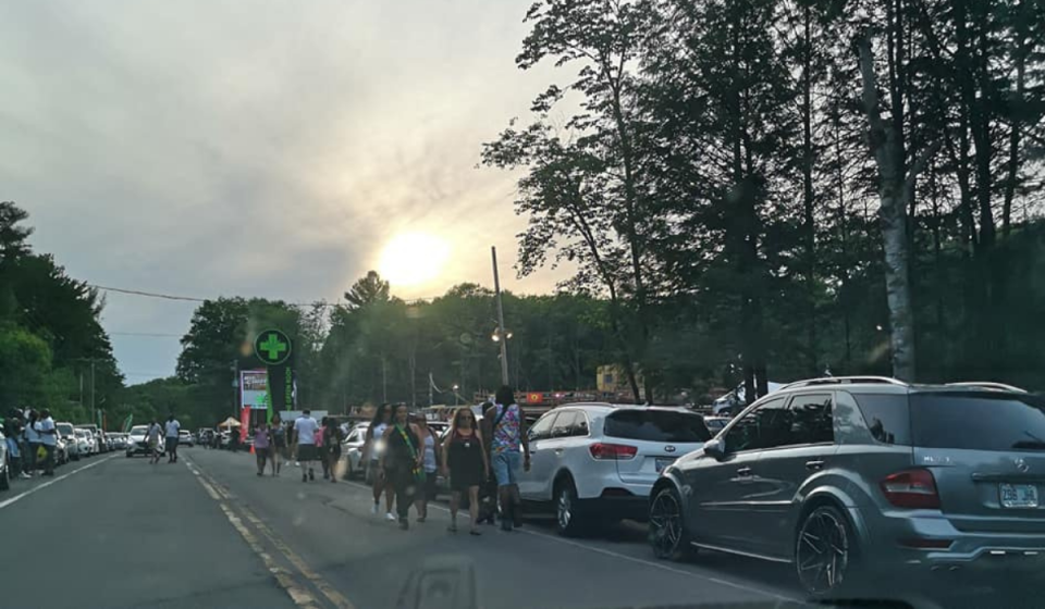 Cars line the highway in Kanesatake