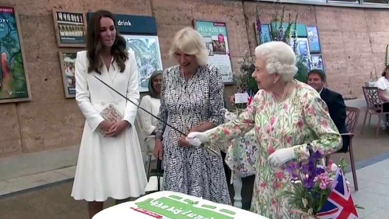 Queen cuts cake with a sword