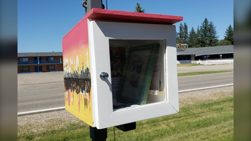 The art gallery, which is located at 1130 Braecrest Drive in Brandon, is similar to little community libraries – but instead of books, those passing by can help themselves to art. (Source: Errin Witherspoon)