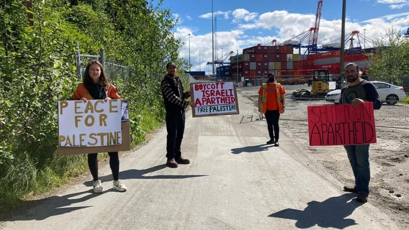 Protestors at the blockade held on Monday, which discouraged unionized port workers from docking the Volons container ship. (Source: Rasha El-Endari)