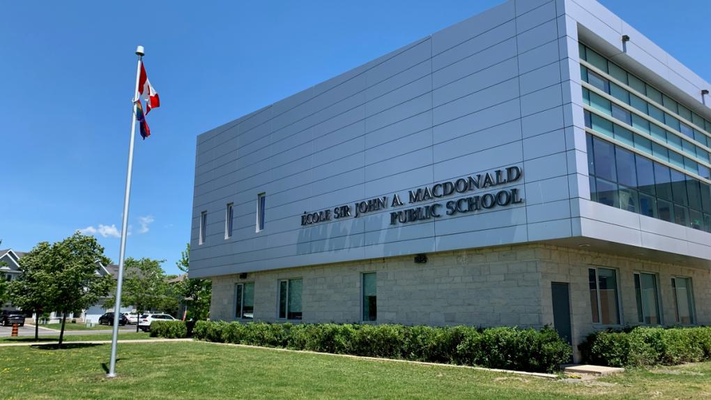 École Sir John A. Macdonald Public School