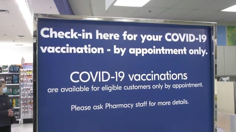 People whose first vaccine was AstraZeneca should combine it with an mRNA vaccine (Moderna or Pfizer) for their second dose, Ottawa announced Thursday, to achieve maximum effectiveness