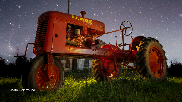 Tractor under the stars in Metcalfe, Ont. (Rob Young/CTV Viewer)