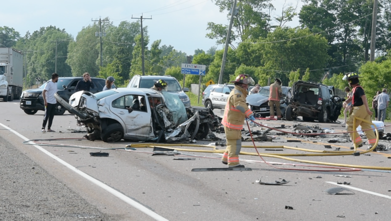 Emergency crews attend the scene of a multi-vehicle collision in Hamilton, Ont. on June 18, 2021. (Andrew Collins)