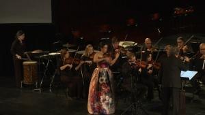 Tara-Louise Montour plays the violin.