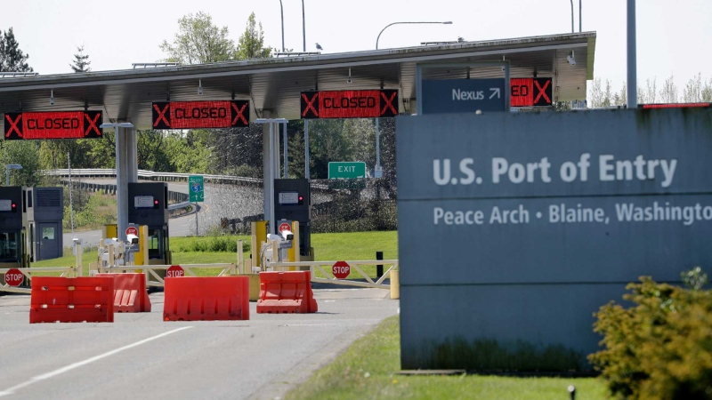 Most lanes remain closed at the Peace Arch border crossing into the U.S. from Canada, where the shared border has been closed for nonessential travel in an effort to prevent the spread of the coronavirus, Thursday, May 7, 2020, in Blaine, Wash. (AP / Elaine Thompson)