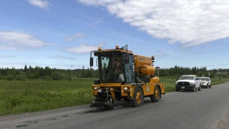 Pothole patching machine in Timmins gets to work