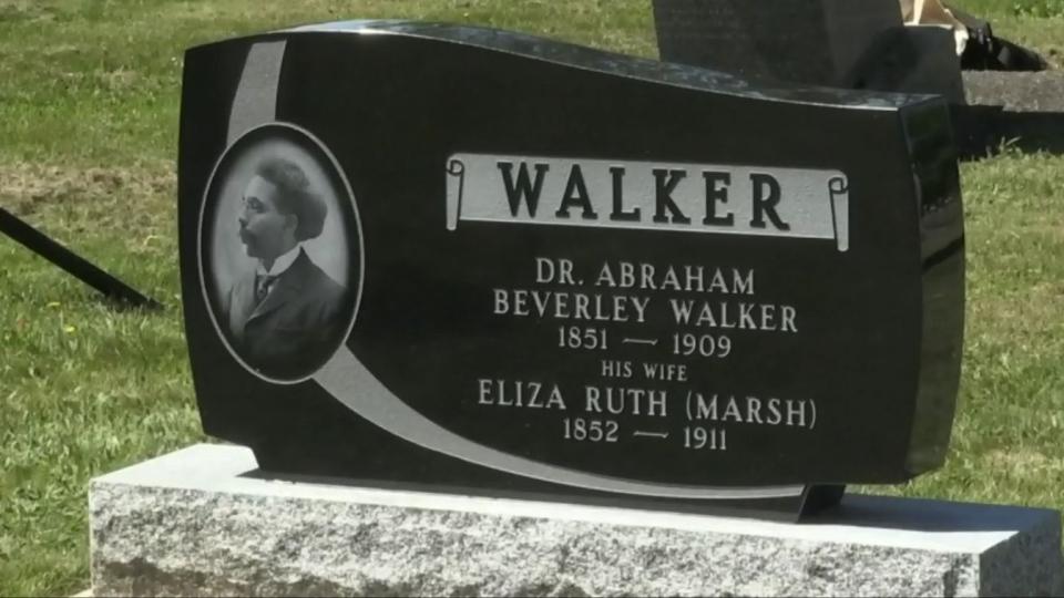 Abraham Walker tombstone