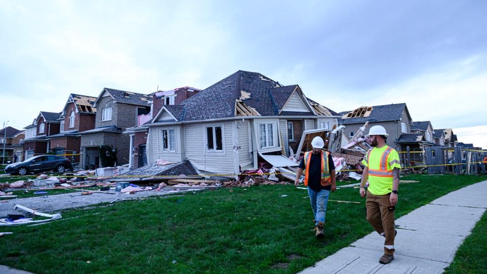 Tornado damage in Barrie, Ont.