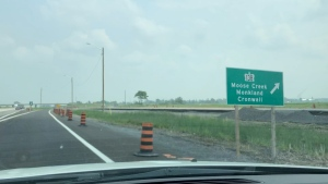 """A sign along Highway 417 in Ontario misspelled Cornwall, Ont. as """"Cronwall"""" (Dashcam photo / Peter Szperling / CTV News Ottawa)"""