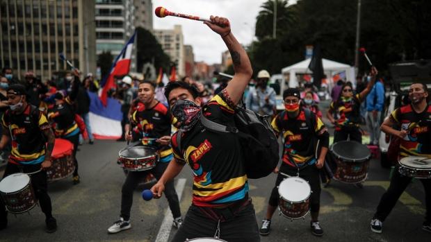 Новые протесты в Колумбии по мере того, как правительство обнародовало новый налоговый план – Comoros News