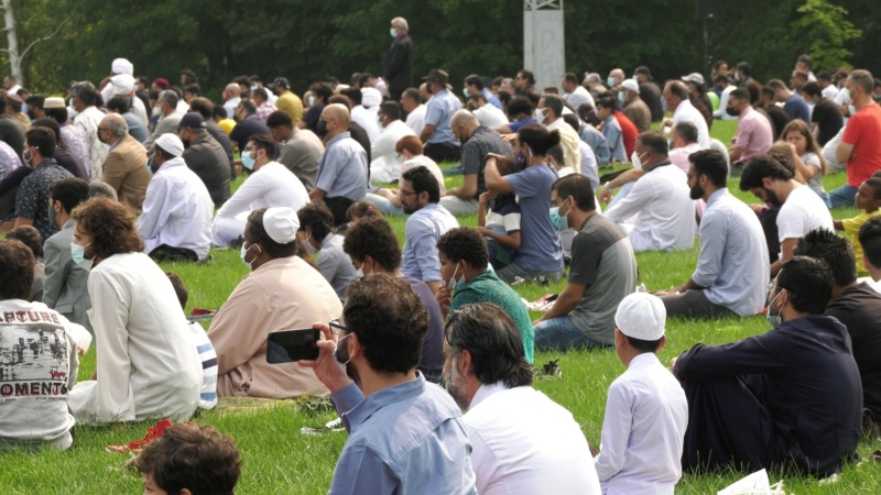 The Muslim community gathers to celebrate Eid al-Adha in London, Ont. on Tuesday, July 20, 2021. (Jaden Lee-Lincoln / CTV News)
