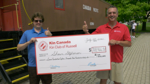 Shawn Stephenson, left, with Doug Anthony from the Kin Club of Russell, with his $718,466.50 cheque. (Nate Vandermeer / CTV News Ottawa)