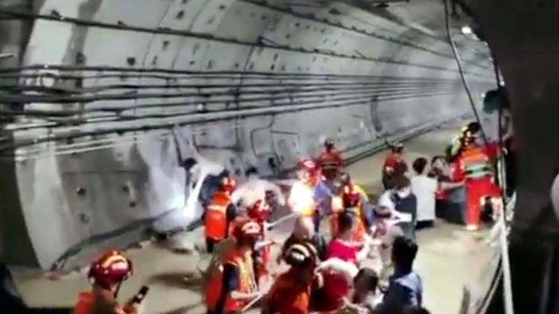 Passengers evacuated from flooded subway
