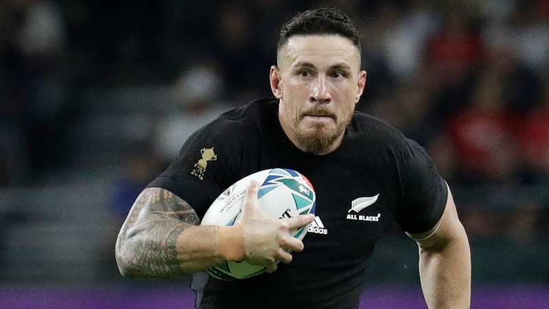 New Zealand's Sonny Bill Williams handles the ball during the Rugby World Cup Pool B game at Oita Stadium between New Zealand and Canada in Oita, Japan Oct. 2, 2019. (AP Photo/Aaron Favila)