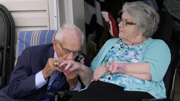 Al and Evelyn Hillman renew their vows in Windsor, Ont., on Saturday, July 24, 2021. (Bob Bellacicco / CTV Windsor)