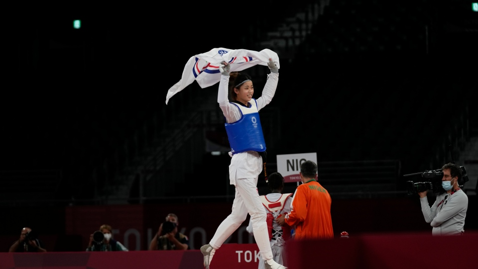 Lo Chia-Ling holds up the Chinese Taipei flag
