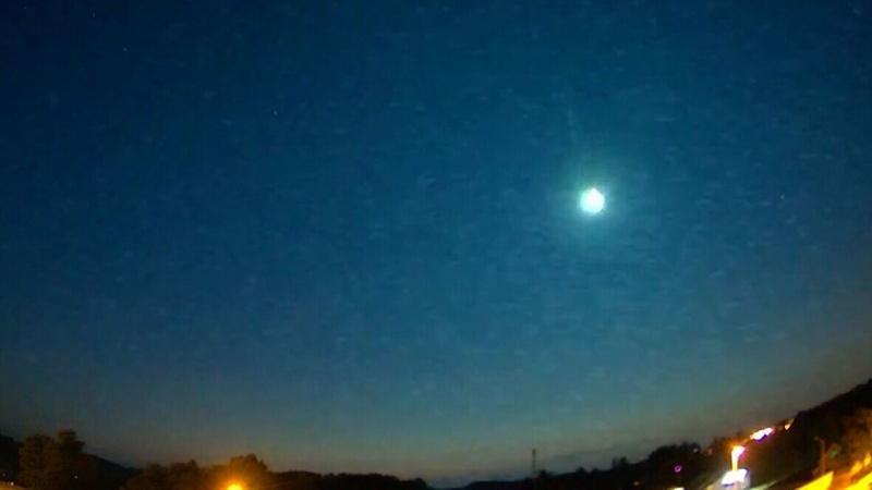 Meteor streaks across sky in Norway