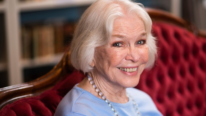 """Ellen Burstyn poses for a portrait in the Paul Newman Library of the Actors Studio in New York on Sept. 28, 2019. Burstyn stars as a woman forced into a retirement home in the film """"Queen Bees."""" (Photo by Charles Sykes/Invision/AP, File)"""