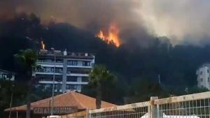Intense wildfire flames near hotel in Turkey