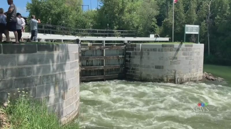 Boaters flock to Kingston's locks