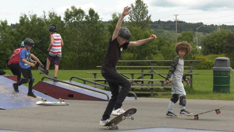 In North Bay, the sport of Skateboarding is taking off. At a unique skateboarding camp, those flying up and down the ramps are inspired by the pros. July 31/21 (Eric Tascher/CTV News Northern Ontario)