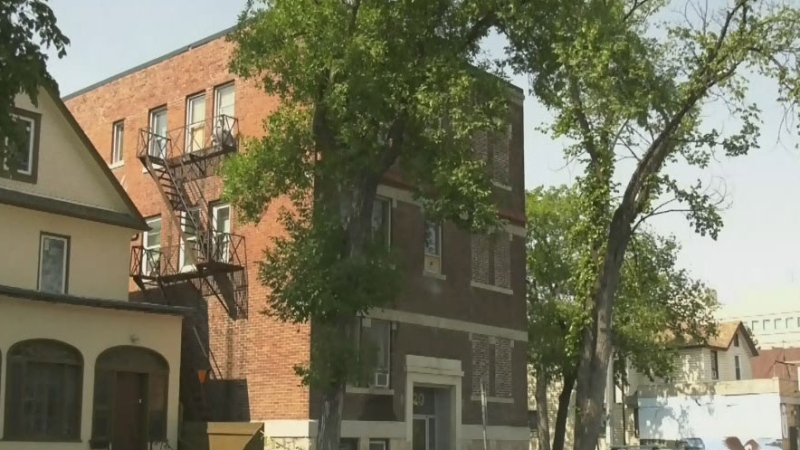 Apartment fire displaces eight people