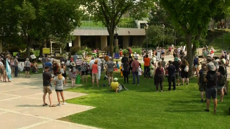 Protesters rally against COVID-19 isolation ending