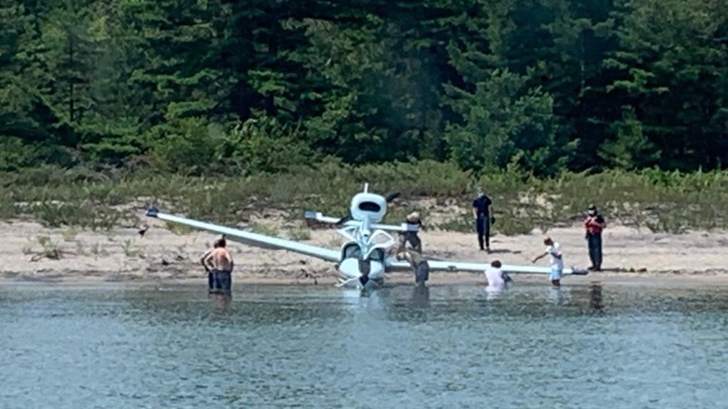 Plane crash near Giants Tomb Island