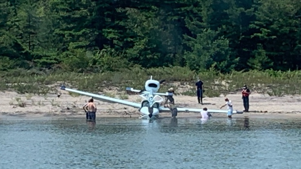 People rush to help after a plane crash on southern Georgian Bay near Giants Tomb Island, Ont. on Tues. Aug. 3, 2021 (OPP/Twitter)