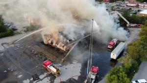 A fire at a vacant building at 10 Centre St. in London, Ont. on Tuesday, Aug. 3, 2021. (Source: Matt Johnson)