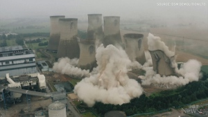 Cooling towers at U.K. power station demolished